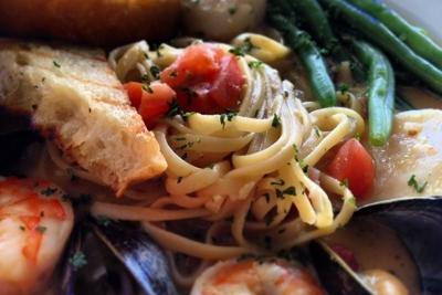 Jacksonville Seafood Blue Fish Jax (35)